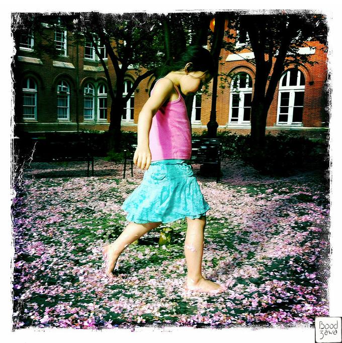 girl-wirh-flowers
