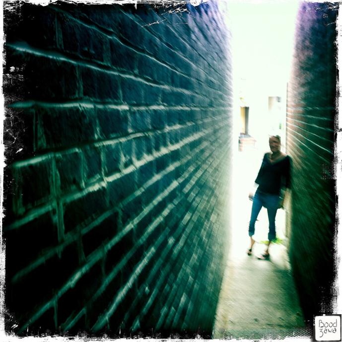 femme-entre-deux-murs-usa