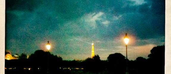 """Ce soir, la nuit est particulièrement douce. Il ne me manque plus que toi à mes côtés pour profiter pleinement de cet instant. Alors pourquoi compliques-tu autant les choses ?...<div class=""""addthis_toolbox addthis_default_style addthis_"""" addthis:url='http://www.boodzawa.com/by-night-paris/' addthis:title='By night…Paris ' ><a class=""""addthis_button_facebook""""></a><a class=""""addthis_button_twitter""""></a><a class=""""addthis_button_email""""></a><a class=""""addthis_button_pinterest_share""""></a><a class=""""addthis_button_compact""""></a><a class=""""addthis_counter addthis_bubble_style""""></a></div>"""