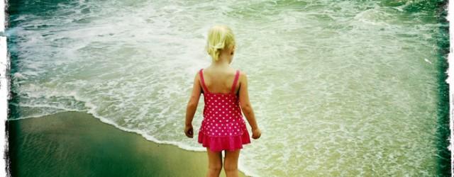 """Pourquoi ce pincement au cœur dès que je vois une petite fille…. Celle-ci avec ces longs cheveux, ces yeux clairs, quelle jolie poupée…. J'aurai bien voulu en avoir une. Pour...<div class=""""addthis_toolbox addthis_default_style addthis_"""" addthis:url='http://www.boodzawa.com/petite-fille/' addthis:title='Petite fille ' ><a class=""""addthis_button_facebook""""></a><a class=""""addthis_button_twitter""""></a><a class=""""addthis_button_email""""></a><a class=""""addthis_button_pinterest_share""""></a><a class=""""addthis_button_compact""""></a><a class=""""addthis_counter addthis_bubble_style""""></a></div>"""